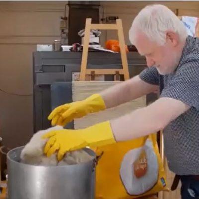 Dye fabric using natural ingredients